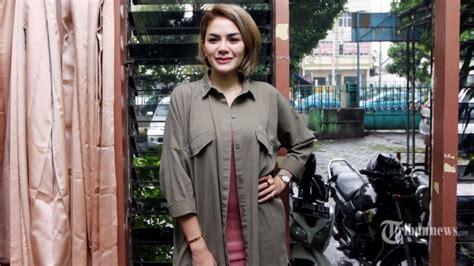 Pasca Putuskan Lepas Hijab Begini Pose Terbaru Nikita