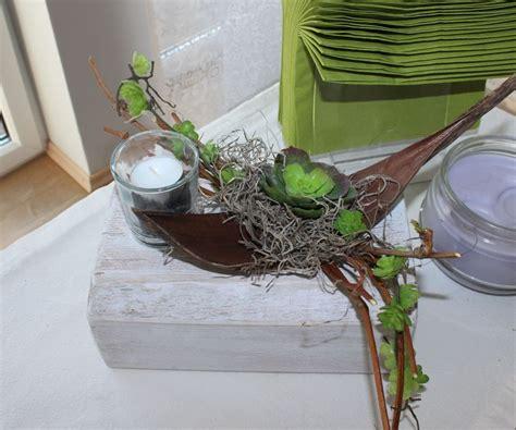 dekorieren mit kunstblumen td57 tischdeko f 252 r innen und aussen holzblock wei 223 gebeizt dekoriert mit weinreben