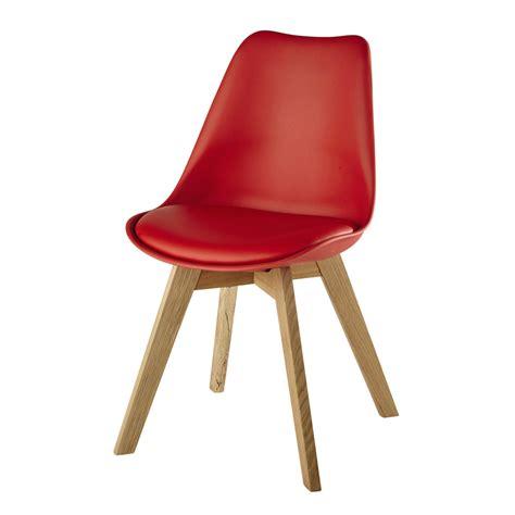 chaises rouges chaise en polypropylène et chêne maisons du monde