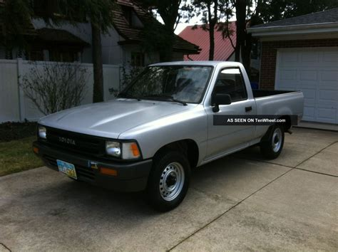 1991 Toyota Pickup Base Standard Cab Pickup 2  Door 2 4l