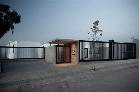 contemporary house gates donoso 226 smith house in los dominicos keribrownhomes