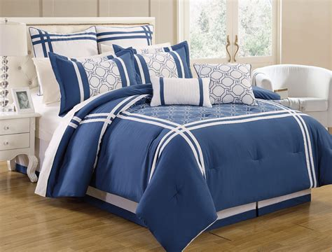white blue bedding blue and stripped on the white base bedding 4614