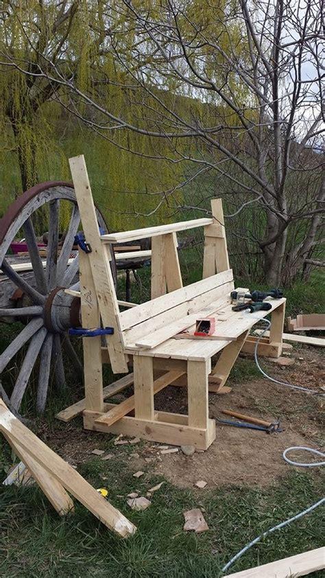 Diy Garden Bench by Diy Garden Bench With Pallet Pallet Ideas