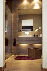 Bäder Fliesen Ideen : kleines bad idee matt braune fliesen waschtisch led streifen badezimmer badezimmer fliesen ~ Watch28wear.com Haus und Dekorationen