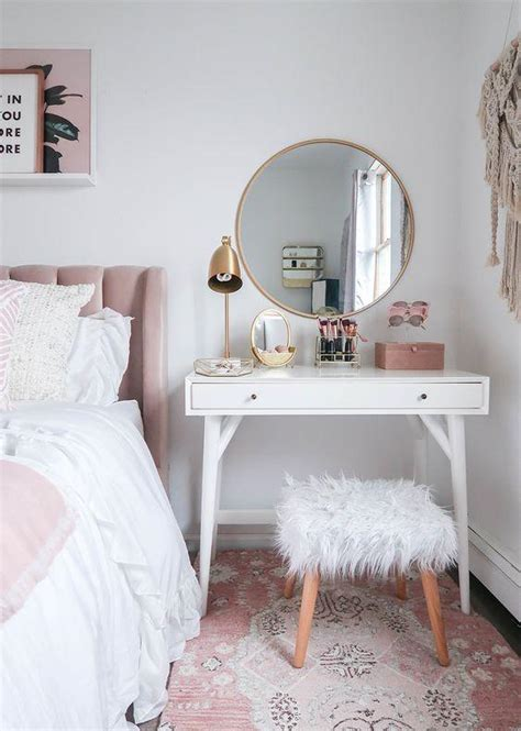 squeeze  dressing table   small bedroom