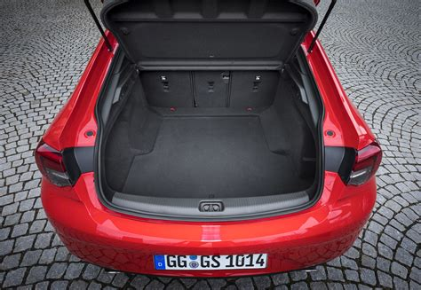 Opel Insignia Trunk Space by Opel Insignia Country Tourer Sedan Is The S60 Cross