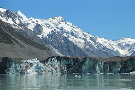 File:Close-up of Tasman Glacier terminus in front of Mt ...