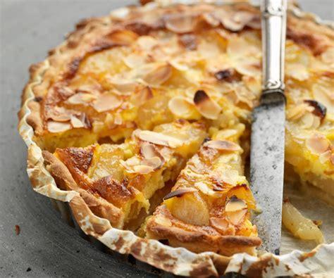recette cuisine americaine recette de cyril lignac tarte aux poires raisins et miel
