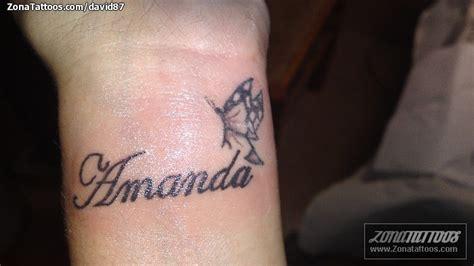 tatuaje de letras mariposas nombres