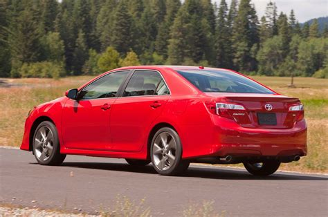 Toyota Camry Se 2014 by 2014 Toyota Camry Se Three Quarters In Motion Drivers Back