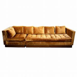 Gold velvet sofa thesofa for Gold velvet sectional sofa