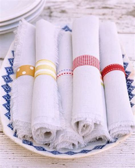 diy wedding napkin ideas last minute wedding decor ideas you can pull off in the