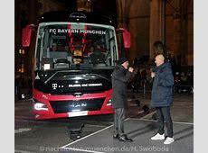 FC Bayern hat neuen MAN Mannschaftsbus in Empfang genommen