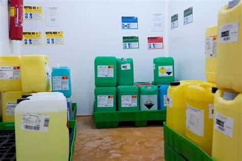risques chimiques stockage des produits chimiques risques inrs