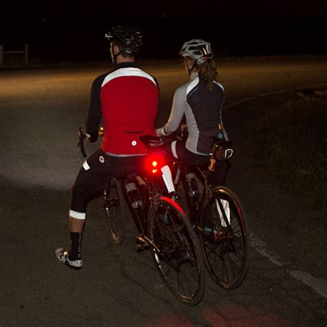 best jacket for bike riding buyer 39 s guide the best reflective cycling clot