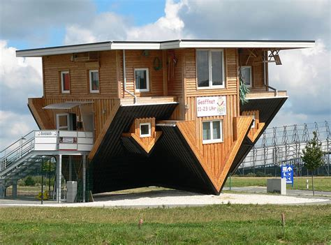 Filebispingen Verrücktes Haus Auf Dem Kopfjpg