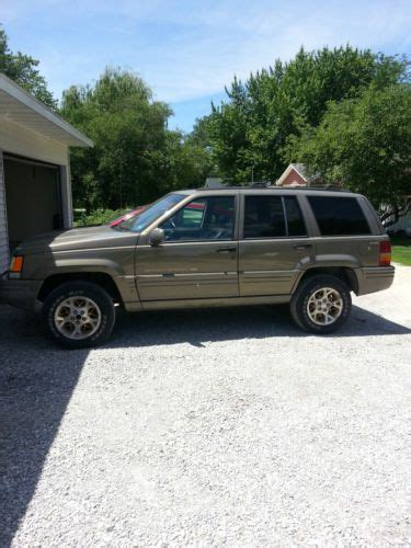 find   jeep grand cherokee limited sport utility