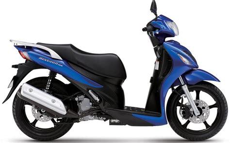 125cc Suzuki by New Suzuki 125cc Sixteen Extends Learner Range Mcn
