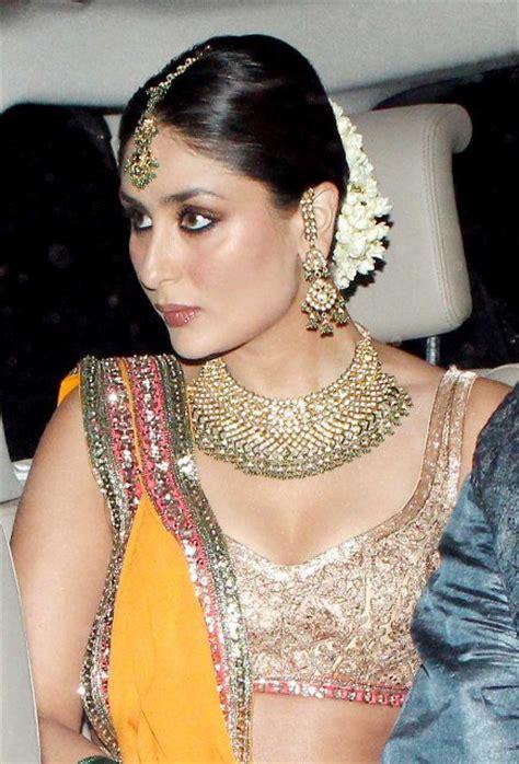 kareena kapoor cleavage pics  lehenga