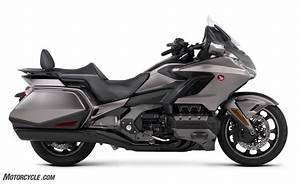 Goldwing 1800 2018 : first look 2018 honda gold wing and gold wing tour ~ Medecine-chirurgie-esthetiques.com Avis de Voitures