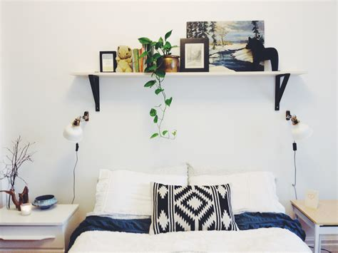 diy ways to level up your small bedroom 15 diy ways to level up your small bedroom 15   Simple shelf over bed diy