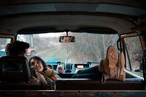 Imagen De Pareja En El Auto