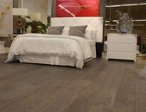 Tile Flooring Ideas For Bedrooms by Hardwood Flooring Bedroom Ideas Interior Design