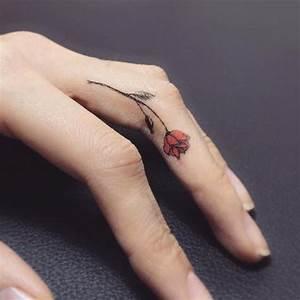 Tatouage Sur Doigt : tatouage rose doigt ces tatouages de rose qui ne faneront jamais elle ~ Melissatoandfro.com Idées de Décoration