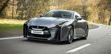 nissan gtr  price  specs   car reviews