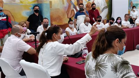 DIALOGA GOBIERNO MUNICIPAL CON GRUPO DE MANIFESTANTES - Ayuntamiento de Benito Juárez