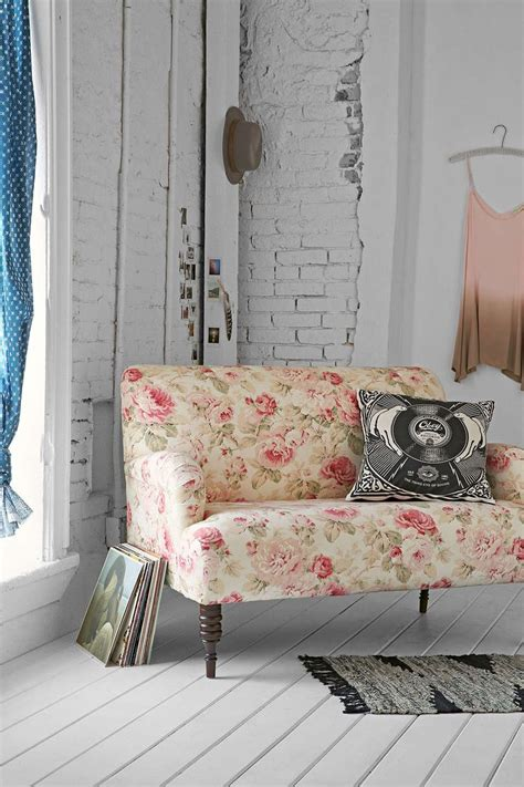 Patterned Loveseat by 25 Best Ideas About Floral Sofa On Floral