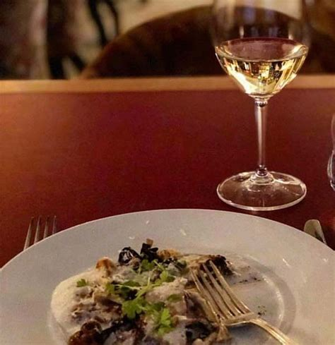 Categorized as best restaurants, columbia, the midlands tagged buffalo creek marina, catfish johnny's, d.w. 5 Places You Should Eat at in Murray Hill - Array Property ...