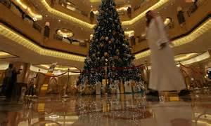 163 7m christmas tree abu dhabi emirates palace hotel unveils fir draped in diamonds daily mail