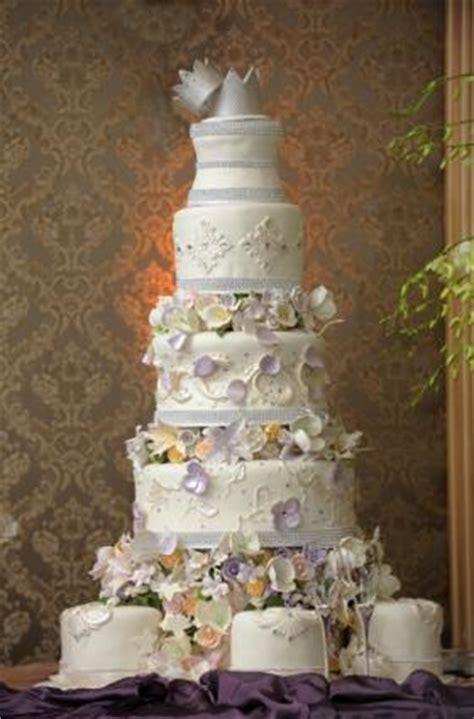 amazing wedding cakes lovetoknow