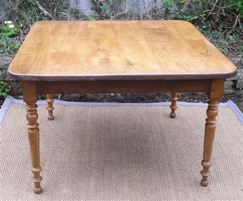 table cuisine chene authentique table ancienne carrée plateau chêne et pieds merisier