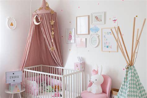 préparer la chambre de bébé chambre bébé à la décoration poudrée bébé et déco