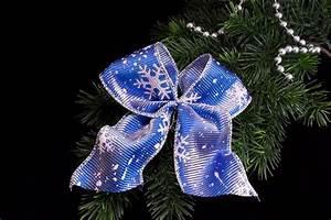 Schleifen Für Weihnachtsbaum : schleife f r den weihnachtsbaum in blau mit silber ~ Whattoseeinmadrid.com Haus und Dekorationen