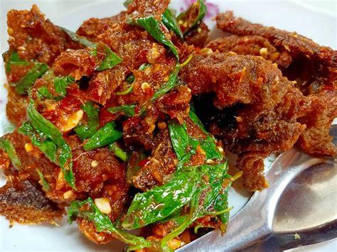 ปลาดุกทอดกรอบผัดพริกแกง ร้าน หัวหินโภชนา - Wongnai