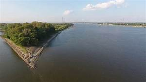 Mississippi And Missouri Confluence
