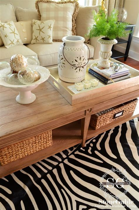 This look from sarah greenman must be attractive without disturbing the flow of other spaces. 5 TIPS TO STYLE A COFFEE TABLE LIKE A PRO - StoneGable