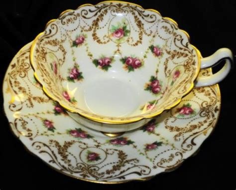Royal Doulton Geschirr by Royal Doulton Antique Pink Roses White Curvy Tea Cup And