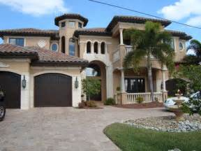 Florida Luxury Waterfront Homes