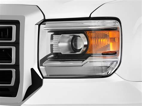 what headlights bulbs are in the 2015 gmc truck