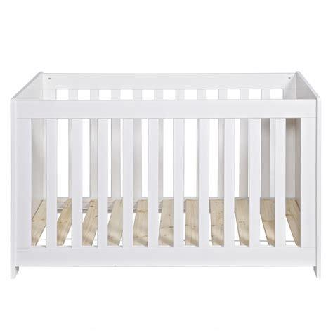 chambre bebe bois blanc chambre bébé essentielle bois massif blanc aaroblck02