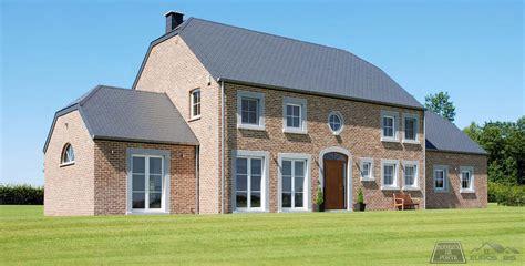 maison belge avec porte en pvc avec panneau de porte