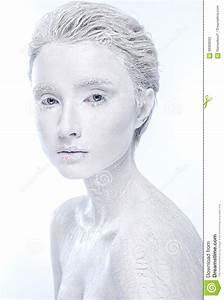 Femmina Congelata Nuda  Donna Coperta In Ghiaccio