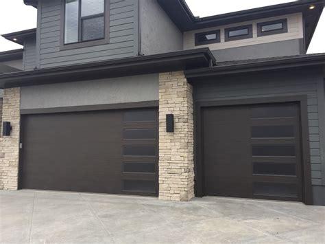 Traditional & Contemporary Garage Door Designs