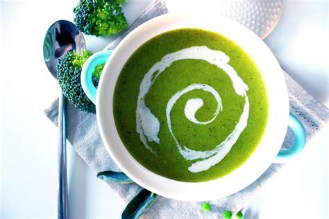 cuisiner petits pois frais soupe toute verte brocolis et petits pois le de