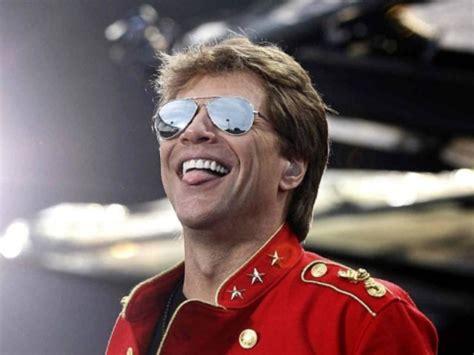 Watch Jon Bon Jovi Joins Patriots Fans Singing Livin