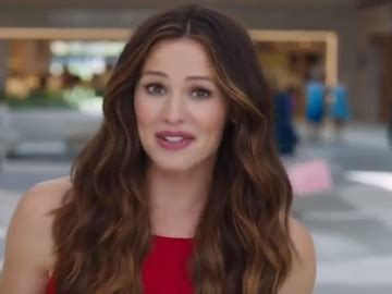 Compare up to three cards, with various features such as cash back or bonus reward points. Capital One Venture Card Commercial: Jennifer Garner